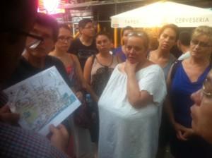 Els alumnes escoltant l'Antoni Navarro.