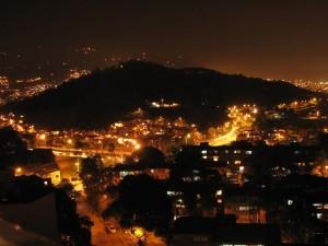 Cerro_el_Volador_de_Noche-Medellin