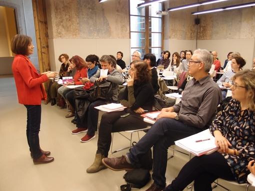 Montserrat Vilà fent el taller sobre expressió oral n