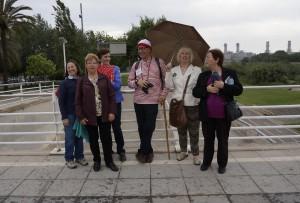 """També participem en diverses activitats, com la Gimcana Cultural """"A peu per Sant Adrià"""" (aquí, amb en Wally)"""